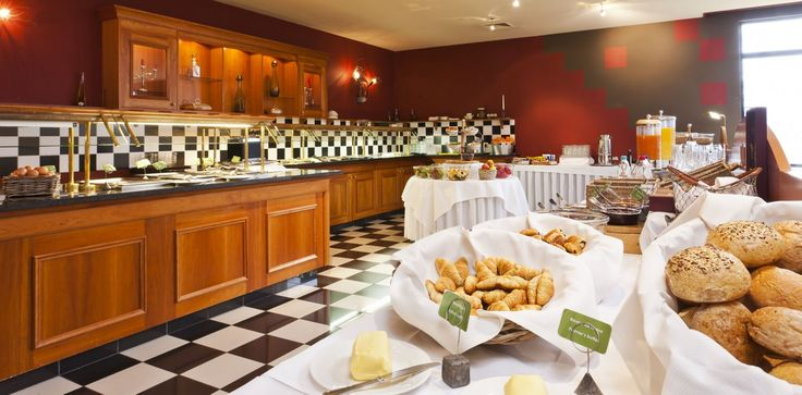 Breakfast and diner buffet automotive style at our Spa-Francorchamps location.