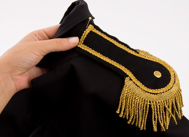 Fashion DIY: Pimp a blazer with epaulettes - Step 1
