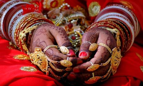 Google Image Result for http://static.guim.co.uk/sys-images/Business/Pix/pictures/2010/10/9/1286612520042/Hand-jewellery-Indian-wed-006.jpg