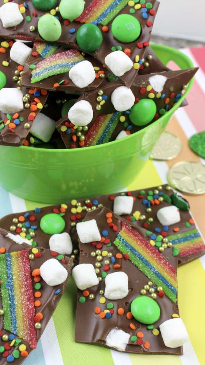 This is a fantastic tutorial for Saint Patricks Day Bark. Make this fun dessert and treat for kids this Saint Patricks Day