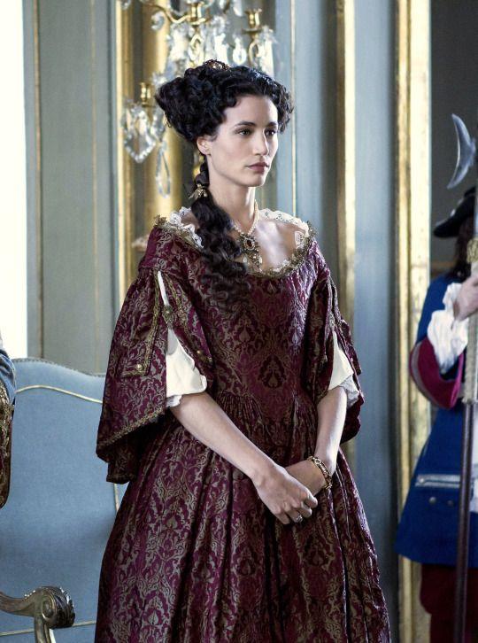 Lovely gown ~ Elisa Lasowski as Marie-Thérèse d'Autriche in Versailles (TV Series, 2015)