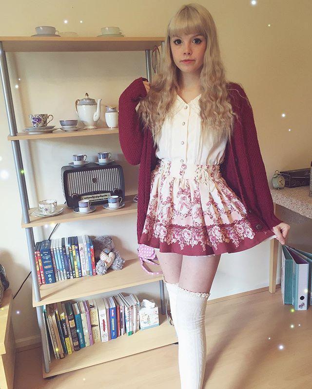 I'm finally feeling better ~  Autumn is here which means more layering and cosy knits in my co-ords and these cute lace trim socks are actually from Forever 21! ~ ~ ~ { #lizlisa#himekaji#ootd#jfashion#gaijingyaru#gyaru#bobon21#ankrouge#shibuya109#vintage#girly#floral#himegyaru#princess#cutefashion#gyarustyle#gyarufashion#リズリサ#ファッション#カワイイ#ギャル }