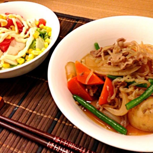 こんな手抜きでも家で食べるとホッとする。 - 23件のもぐもぐ - 肉じゃが、豆腐&トマト&コーンサラダ by usaco123