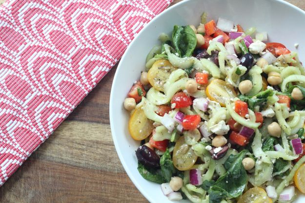 Greek Pasta Salad with Spiralized Cucumber Noodles #cucumbernoodles