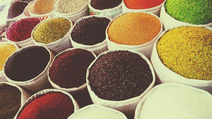 η θεωρία της κινεζικής ιατρικής χρησιμοποιεί τις διαφορετικές γεύσεις των τροφίμων και των βοτάνων για να εξισορροπήσει το σώμα.