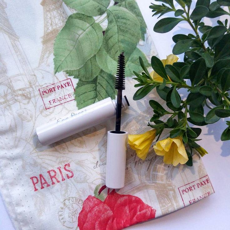 Velvety dark brown mascara that lengths naturally and compliments fair skin and hair colour for those that don't suit black mascara.  Made with sunflower oil a smooth non-greasy formula straight from nature to coat your lashes adding shine and colour.