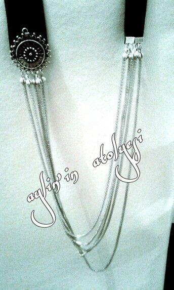 Siyah şerit deri metal ve zincir ile kolye