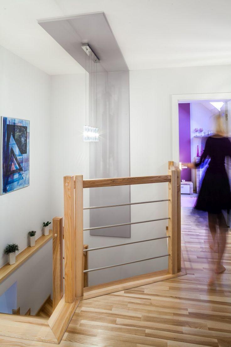 Dom w kolorze lawendy   klatka schodowa z zabudowa sciana sufit 170x170. Nowoczesne aranżacje wnętrz, urządzanie mieszkań, projektowanie mieszkań, wystrój wnętrz, galeria wnętrz, wnętrza inspiracje.