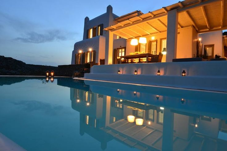 Villa Artisti Mykonos: Everything you could possibly ask of luxury and amenities you will find in Villa Artisti. Situated on the southeast side of Mykonos island, Villa Artisti is standing elegantly on the top of the two famous beaches, Agrari and Elia. Comfort, quality, privacy and great views blend, to give our guests a unique experience. - See more at: http://villaartistimykonos.com/the-villa/#sthash.N2ItXdFD.dpuf