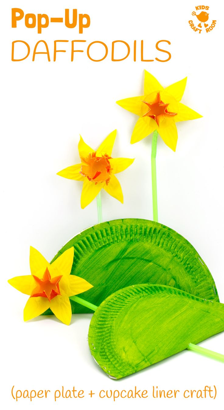 POP UP DAFFODIL CRAFT - A simple Spring craft perfect for Easter or Mother's Day too. This cupcake liner and paper plate flower craft lets kids pretend to grow their own daffodils again and again! So much fun!