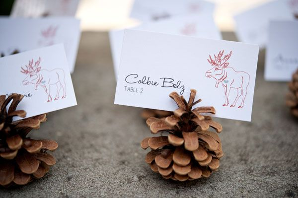 Bring the outdoors inside with these rustic escort card holders!Ideas, Place Cards, Menu Cards, Pine Cones, Places Cards Holders, Names Cards, Places Sets, Lodges, Placecards