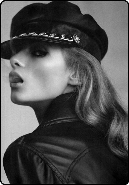 Anna Selezneva: Hats, Cigarette Smoke, Paris Chic, Camillaakran, Annaselezneva, Street Style, Soft Curls, Camilla Akran, Give Selezneva