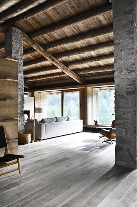 Un chalet par l'architecte Carlos Nicolau dans les  Pyrénées ... Mélange de bois et pierre , j'adore !!!