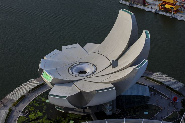 https://flic.kr/p/mhr58r | ArtScience Museum - Singapore | ArtScience Museum (Chinese: 艺术科学博物馆) is one of the attractions at Marina Bay Sands, an integrated resort in Singapore owned by the US Las Vegas Sands company. Opened on 17 February 2011 by Singapore's Prime Minister Lee Hsien Loong, it is the world's first ArtScience museum. (Wikipedia)