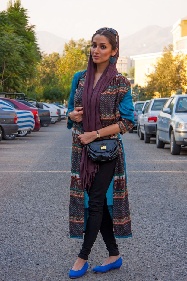 stilage_vienna_street_style_stilage_for_teheran_blue_shoes_long_brown_scarf_02