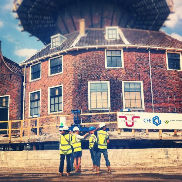 Kijk naar het eindresultaat #molenstijgtop in #Delft; links kun je op de foto duidelijk onder de #molen doorkijken