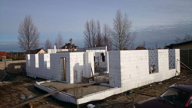 наружные стены из термоблоков толщиной 300 мм.