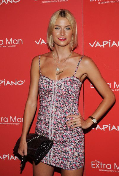 Lena Gercke Hair. Simple bob showing her roots and parted in the middle. This looks like it would take little effort to keep but you need to keep it styled and trimmed. This length lightens up the face.