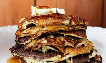 This 2-Ingredient Banana Pancake Recipe Is The (Healthy) Answer