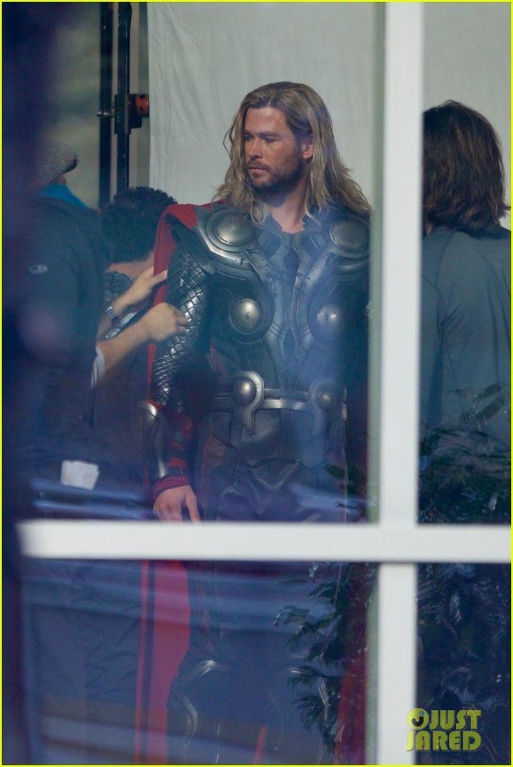 Avengers 4 : マーベルのヒーロー大集合映画「アベンジャーズ」の第4作めが、なぜか ? !、第1作めを再び撮影してる謎めいたセット・フォト ! ! - 全米で今日の木曜日(11月2日)の夜に、「ソー : ラグナロク」が映画館に登場する雷神のほか、ロバートとマークたちの姿が見られました!!     CIA Movie News     Avengers, Avengers:Infinity War, Chris Evans, Chris Hemsworth, Disney, Mark Ruffalo, Marvel, News, Robert Downey Jr., Russo brothers, Superhero, Avengers 4, Tom Hiddleston, Scarlett Johansson, Thor, Iron Man - 映画 エンタメ セレブ & テレビ の 情報 ニュース from CIA Movie News / CIA こちら映画中央情報局です