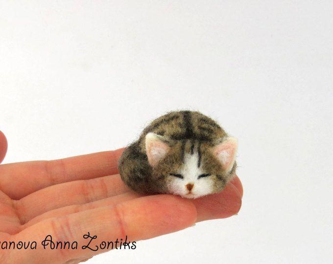 cyperse kat naald vilten slapen, weinig slapen poesje, miniatuur