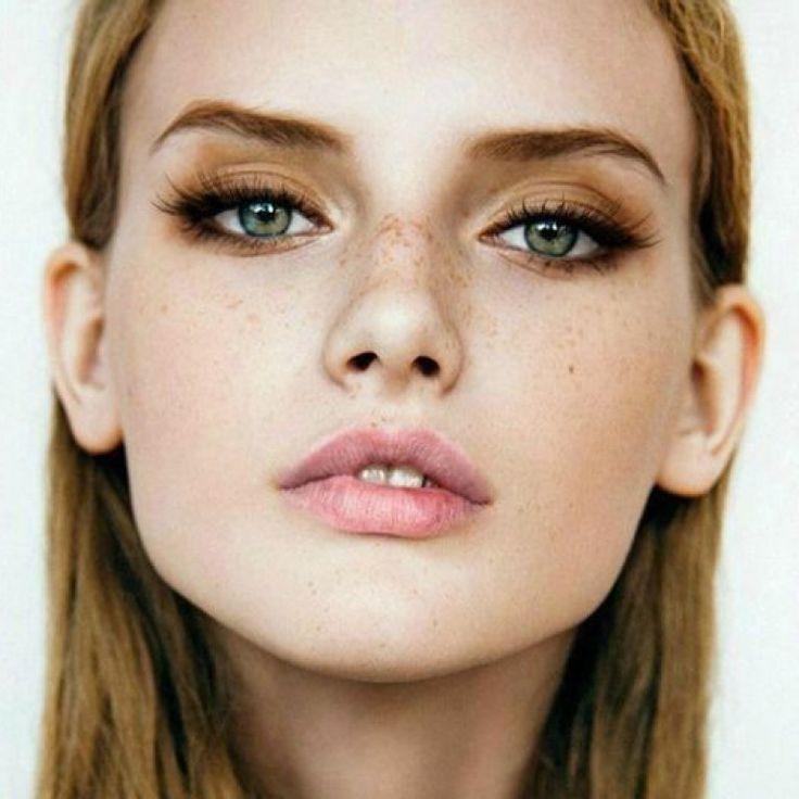 Schöne Augen zu schminken ist ganz easy, hier gibt's die besten Tipps.