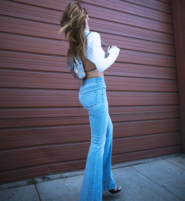 street-style-calca-jeans-clara-flare-inverno