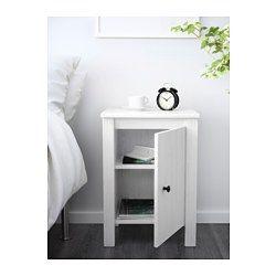 IKEA - BRUSALI, Ablagetisch, , Die Tür kann mit linkem oder rechtem Anschlag montiert werden.Innen hat z. B. eine Mehrfachsteckdose für Ladegeräte Platz.Kabel lassen sich durch die Öffnung auf der Rückwand zur Steckdose leiten.