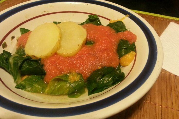 Rollitos de acelga rellenos de puré de zanahoria y papa.