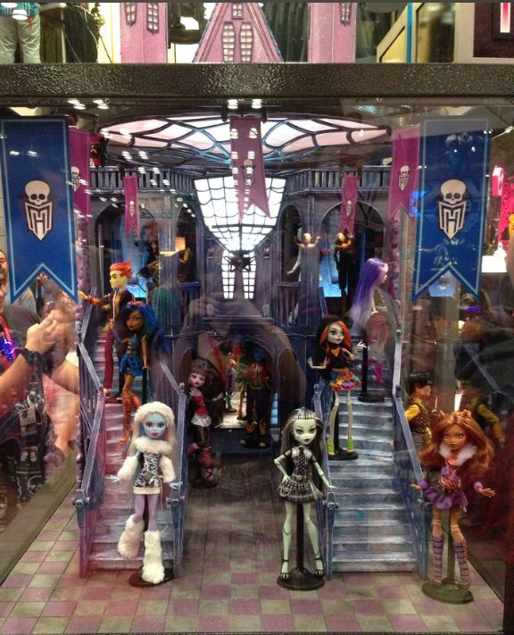 Monster High Displays. Please Zoom into pic to see the dolls names. Or ask. I will inform you of the new line unless I state it on the info. I just don't want to write all this over and over. So I'm coping and pasting my note. Sorry. Too many pics to do otherwise. Thanks. Blonde in Pic.