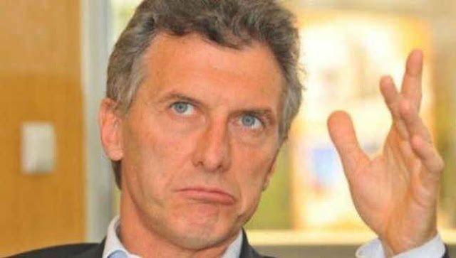 SEGUN ENCUESTA OFICIAL YA HAY UN 30% DE ARGENTINOS QUE PIDEN LA RENUNCIA DE MACRI   Solo un 39% lo apoya y un 35% se considera opositorEl presidente Mauricio Macri volvió a mirar la encuesta que le trajo Marcos Peña el Jefe de Gabinete y empalideció: el 30 por ciento de los argentinos quiere que renuncie ya a la presidencia. La encuesta había sido realizada por Isonomía una consultora que trabaja para el gobierno.En un extenso trabajo de la consultora preguntaron a los ciudadanos si el…