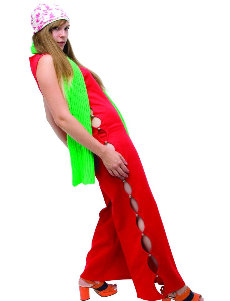 1960 - combinaison rouge avec des ouvertures sur les côtés, façon Veruschka dans blow-up, mannequin vedette fin soixante, collection privée © Solo-Mâtine