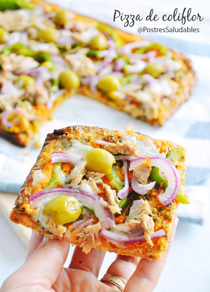 pizza de colifrlor saludable, una cena o comida perfecta, baja en carbohidratos y muy fácil de preparar. Mira la receta completa aquí