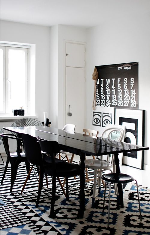 Susanna and Jussi Vento's apartment in Helsinki #dining #diningtable: Dining Rooms, Apartment Interiors, Mixed Patterns, Black And White, Interiors Design, Dinners Tables, Black White, Homes Decoration, White Interiors