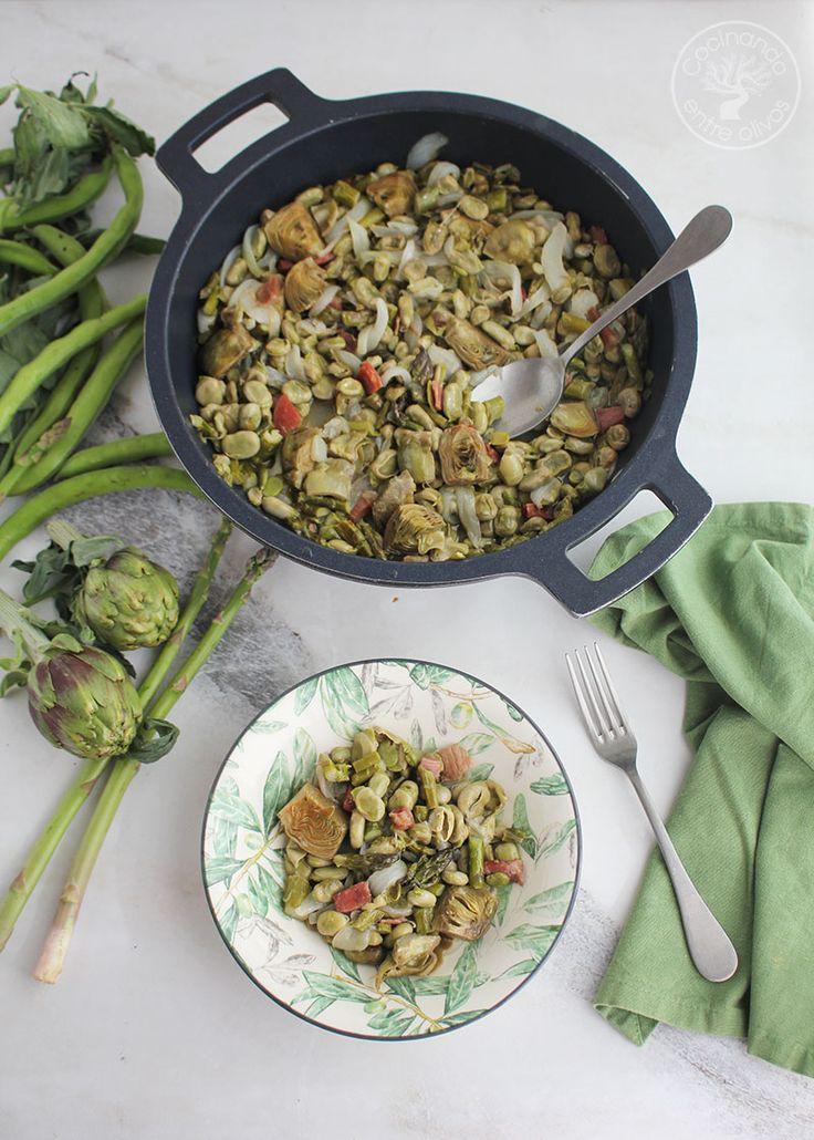 Receta de menestra de habas, alcachofas, espárragos verdes y jamón serrano, explicada con fotografías paso a paso. Paella, Recipies, Curry, Rice, Tasty, Ethnic Recipes, Food, Cooking Recipes, Dishes