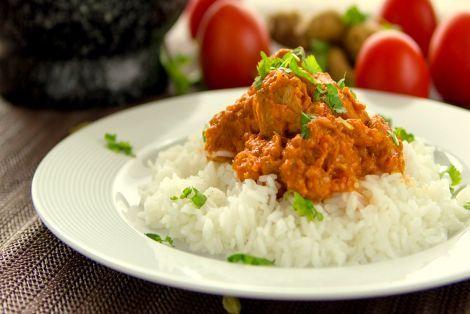 Kurczak tikka masala to aromatyczne danie w oryginalnym wydaniu Indyjskim