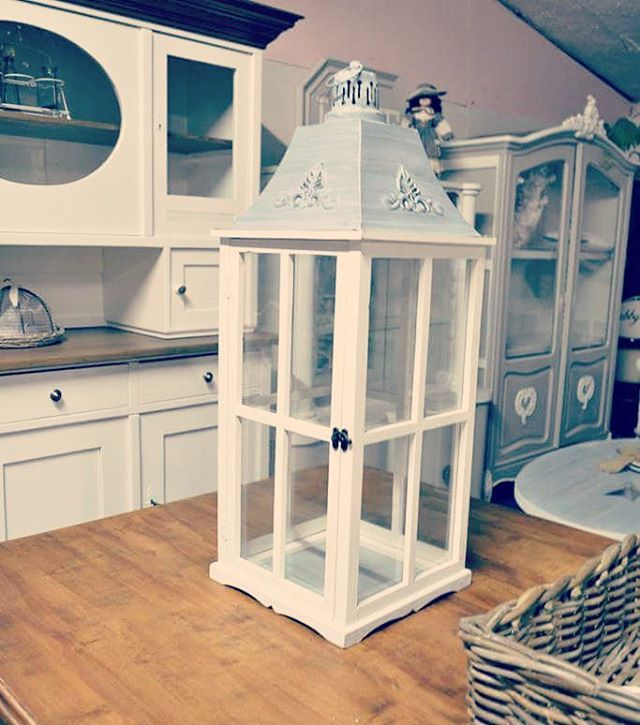 Lucerny ... těch není nikdy dost 💗 #vintage #lucerny #kredenc #nabytek #venkovskystyl #provensalskynabytek #furnitures #czechinterior #lanterns #homesweethome #countrystyle #provencefurniture #animanabytek
