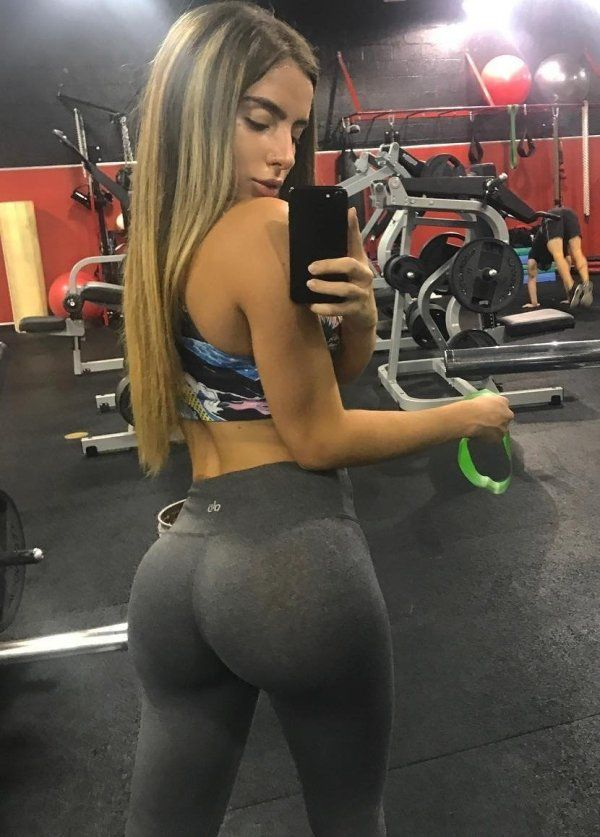 fc10e40b9 28bf9054712bffb784fb5d17e3fec083 Yoga pants are the official winter outfit  for beautiful women everywhere (43 Photos)