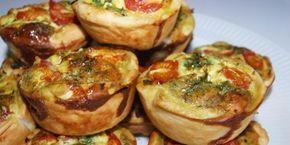 Små madtærter med grøntsager i alle regnbuens farver samt cremet feta. Tag dem med dig overalt: I skole, på arbejde, på skovture, cykelture, togrejser...