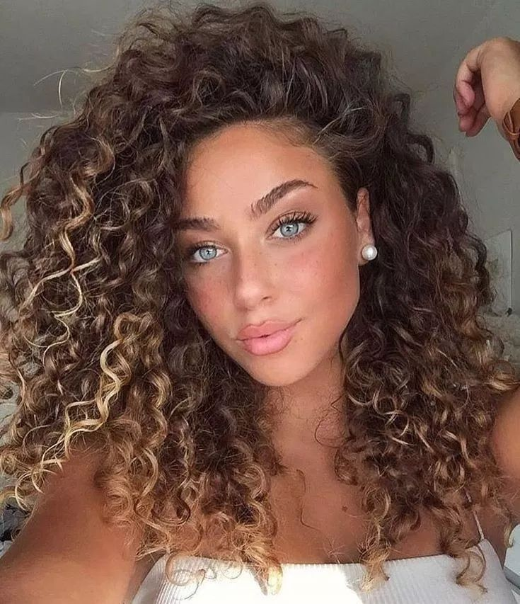 52 curly hairstyles for women 2019 this is the way to make your hair look attractive 40