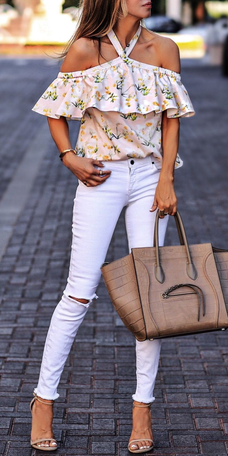 #summer #outfits Happy Sunday!✨ Floral Cold Shoulder Top + White Skinny Jeans + Nude Sandals