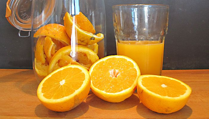 Putzmittel selbst machen ist ja sowas von einfach. In Orangen und anderen Zitrusfrüchten sind waschaktive Substanzen. Mit Essig aufgegossen werden diese waschaktiven Substanzen innerhalb von zwei Wochen aus den Zitrusfrüchten gelöst. Den Reiniger herzustellen ist einfach, schnell, günstig und fast müllfrei. Im Winter ist der ideale Zeitpunkt den Jahresvorrat an Essigreiniger anzusetzen und gleichzeitig ordentlich… weiterlesen Orangenreiniger