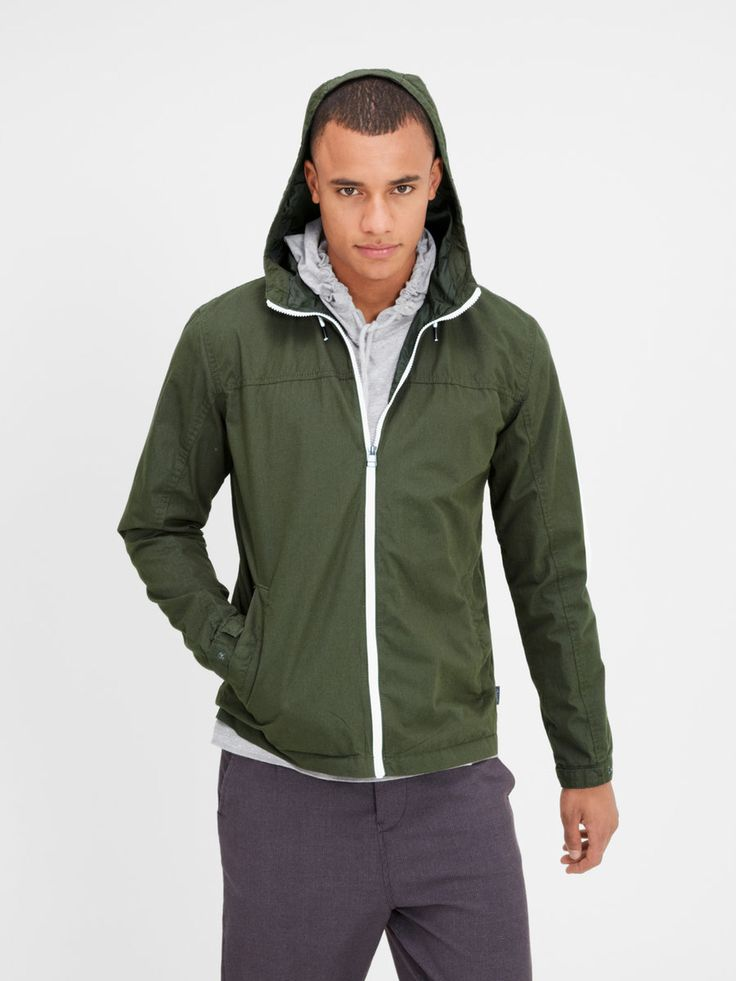 Shifting seasons must-have: Lightweight green jacket with hood | JACK & JONES