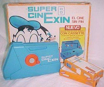 Mi padre me lo compro cuando tenia cinco años, todavia me acuerdo de bajar las persianas y empezar la sesion de cine.