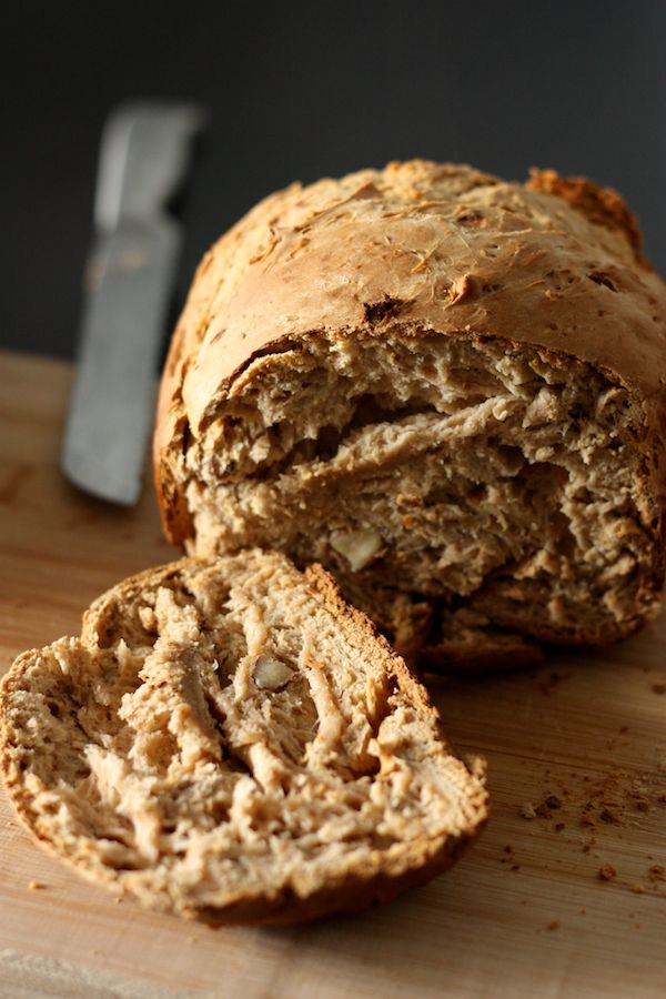 Muesli quick bread in a bread maker http://blogs.cotemaison.fr/cuisine-en-scene/2012/04/03/pain-au-muesli-tout-en-map/
