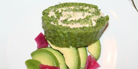 Flot og lækker tunroulade med et lag af spinat og et lag af tunmousse. Rigtig god som forret, men kan også spises som hovedret.