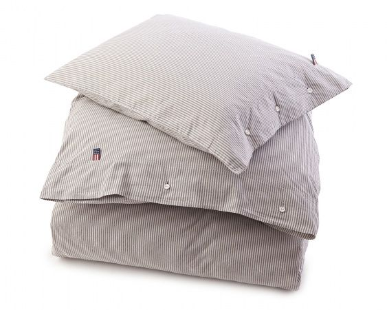A classic stripe in over dyed and washed yarn dyed cotton poplin. Lexington classic closure with rubber buttons on both pillow and duvet. Please note that duvet and pillow case are sold separately. Color; Gray Article number; 201430500 100% COTTON POPLIN