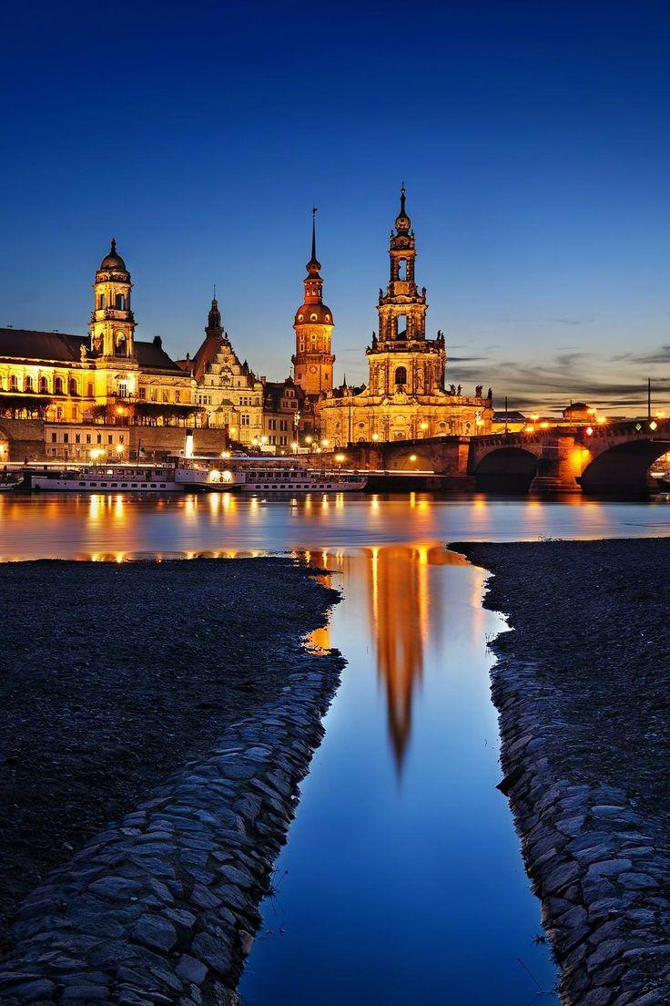 Dresden reflection, Germany (by Marek Kijevský)