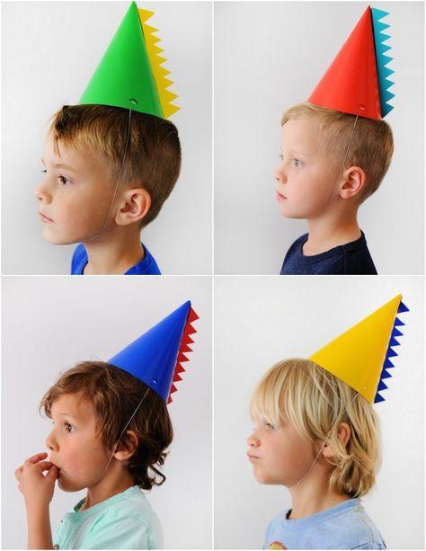 Dino party hats!   Gorritos de fiesta estilo dinosaurios