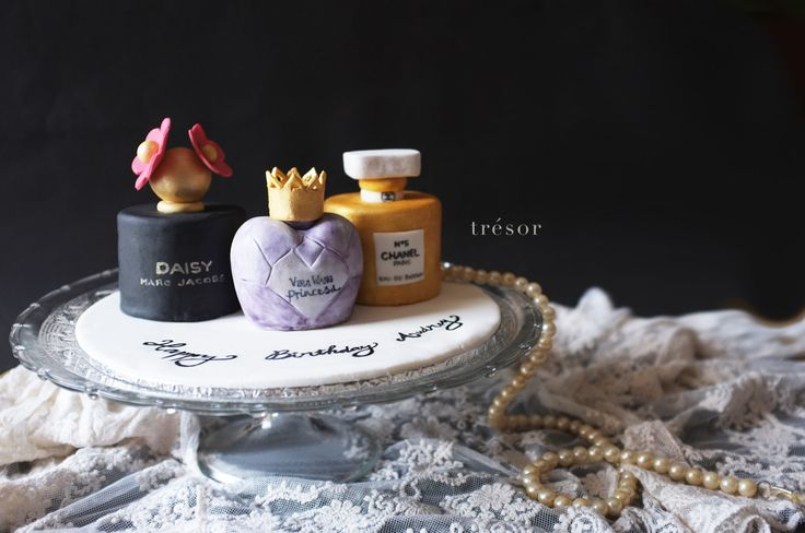 Mini perfume cake, daisy from marc jacobs, princess from vera wang, and chanel no 5